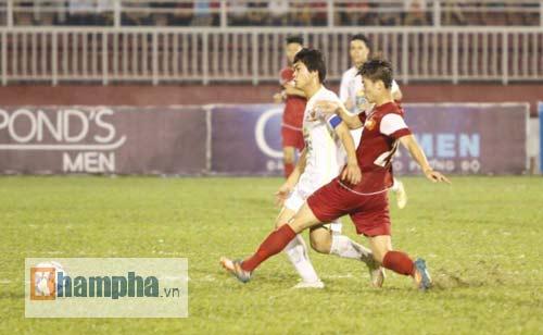 Công Phượng chói sáng, hàng thủ U21 VN lao đao - 1