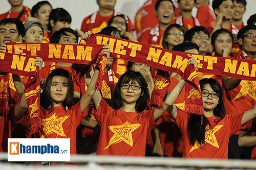 """Fan """"quẩy"""" tưng bừng xem Công Phượng đấu U21 Việt Nam - 11"""