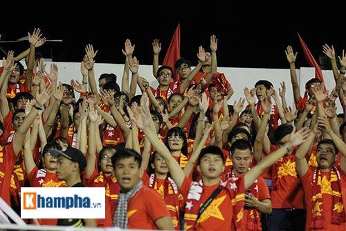 """Fan """"quẩy"""" tưng bừng xem Công Phượng đấu U21 Việt Nam - 12"""