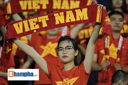 """Fan """"quẩy"""" tưng bừng xem Công Phượng đấu U21 Việt Nam - 15"""