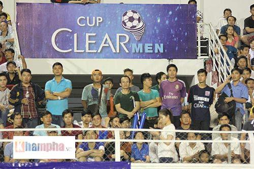 """Fan """"quẩy"""" tưng bừng xem Công Phượng đấu U21 Việt Nam - 2"""
