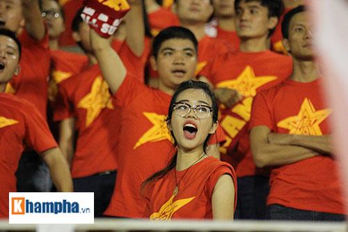 """Fan """"quẩy"""" tưng bừng xem Công Phượng đấu U21 Việt Nam - 6"""