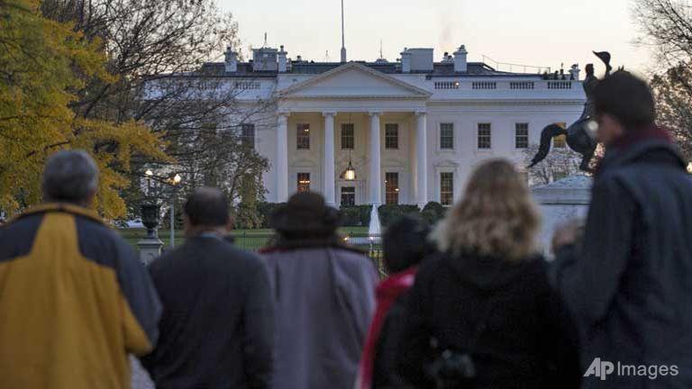 Lễ Tạ ơn nhà Obama gián đoạn vì người lạ đột nhập Nhà Trắng - 1