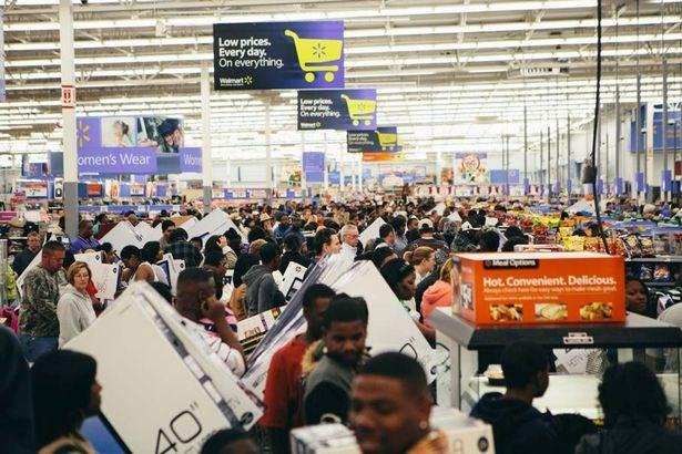"""Black Friday - """"cơn sốt"""" hàng giảm giá sôi sục toàn cầu - 11"""