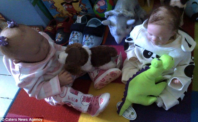 Đau đớn vì sảy thai, bà mẹ coi búp bê như con ruột - 5