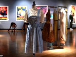 Chiếc váy cũ trong phim kinh điển được rao giá 30 tỷ đồng