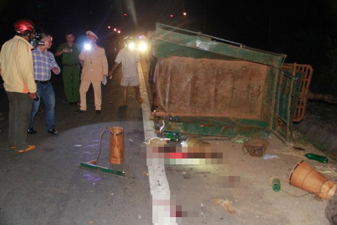 Hiện trường kinh hoàng vụ xe tải tông công nông - 10