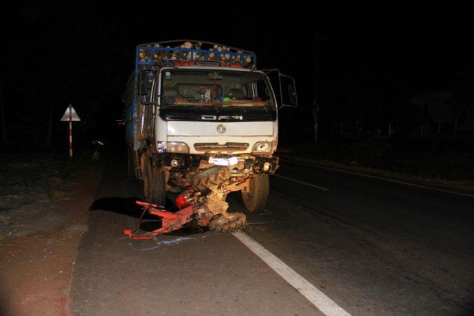 Hiện trường kinh hoàng vụ xe tải tông công nông - 4