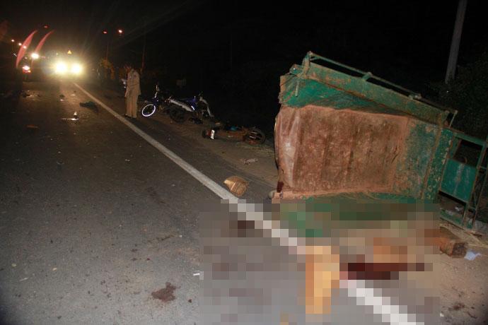 Hiện trường kinh hoàng vụ xe tải tông công nông - 7