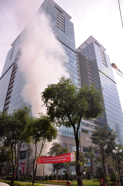 Ảnh: Diễn tập giải cứu 3.000 người trong nhà cao tầng cháy nổ - 2