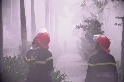 Ảnh: Diễn tập giải cứu 3.000 người trong nhà cao tầng cháy nổ - 11