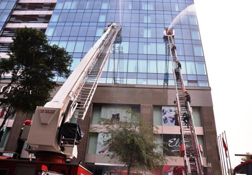 Ảnh: Diễn tập giải cứu 3.000 người trong nhà cao tầng cháy nổ - 12