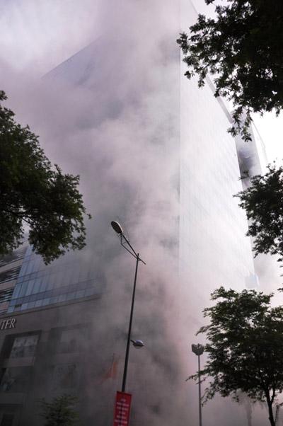 Ảnh: Diễn tập giải cứu 3.000 người trong nhà cao tầng cháy nổ - 5