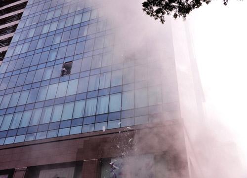 Ảnh: Diễn tập giải cứu 3.000 người trong nhà cao tầng cháy nổ - 6