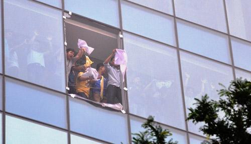 Ảnh: Diễn tập giải cứu 3.000 người trong nhà cao tầng cháy nổ - 7