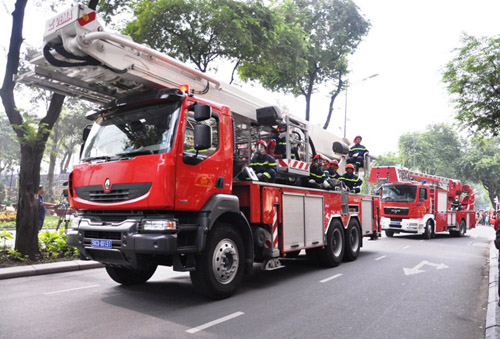 Ảnh: Diễn tập giải cứu 3.000 người trong nhà cao tầng cháy nổ - 9