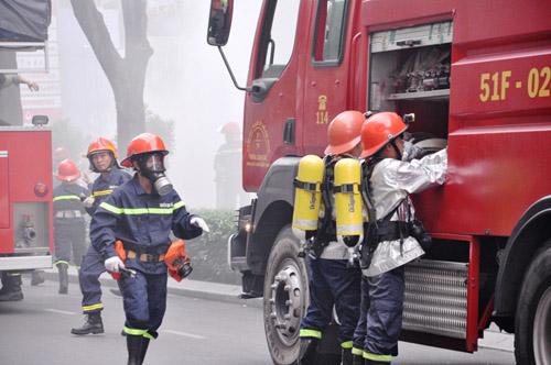 Ảnh: Diễn tập giải cứu 3.000 người trong nhà cao tầng cháy nổ - 10