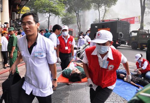 Ảnh: Diễn tập giải cứu 3.000 người trong nhà cao tầng cháy nổ - 22