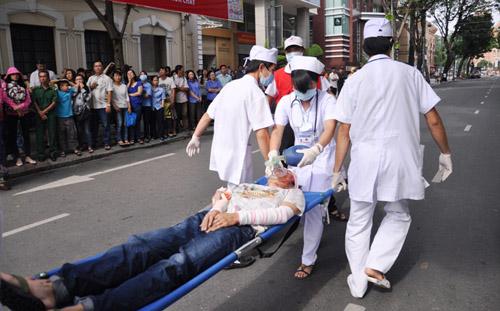 Ảnh: Diễn tập giải cứu 3.000 người trong nhà cao tầng cháy nổ - 23