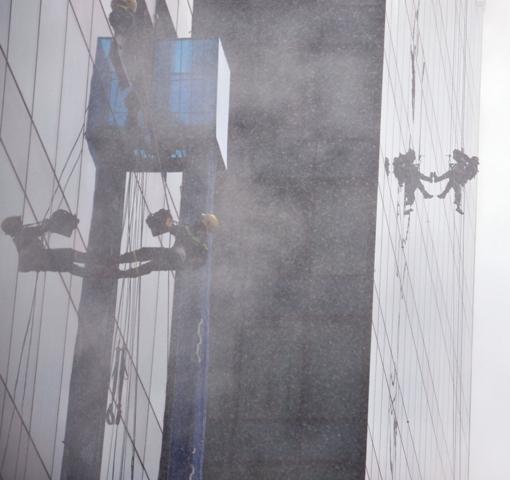 Ảnh: Diễn tập giải cứu 3.000 người trong nhà cao tầng cháy nổ - 24
