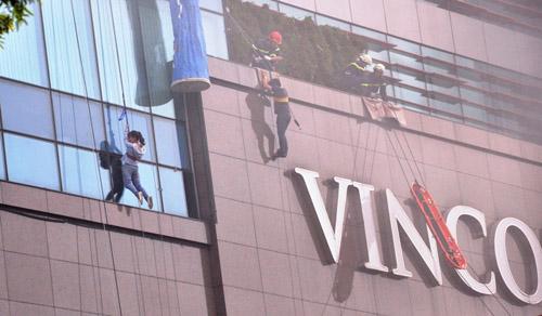 Ảnh: Diễn tập giải cứu 3.000 người trong nhà cao tầng cháy nổ - 1