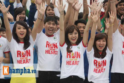 """Hot girl MU Tú Linh, hoa khôi bóng đá """"Chạy vì trái tim"""" - 2"""