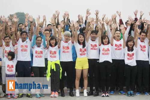 """Hot girl MU Tú Linh, hoa khôi bóng đá """"Chạy vì trái tim"""" - 1"""