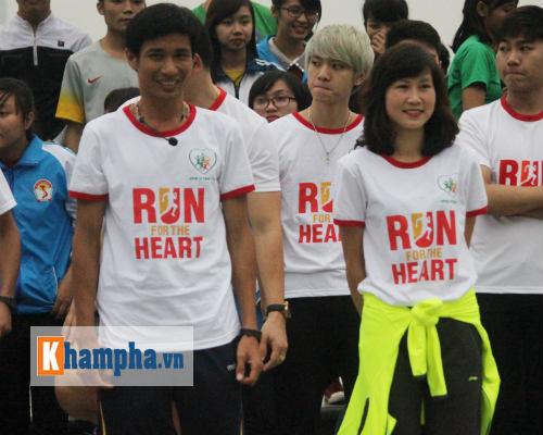 """Hot girl MU Tú Linh, hoa khôi bóng đá """"Chạy vì trái tim"""" - 5"""