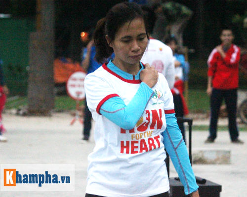 """Hot girl MU Tú Linh, hoa khôi bóng đá """"Chạy vì trái tim"""" - 3"""