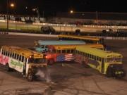 Clip Đặc Sắc - Đứng ngồi không yên xem đua xe buýt hình số 8