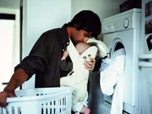 """Bố đơn thân nuôi con khi vợ """"theo tiếng gọi của tình yêu"""""""