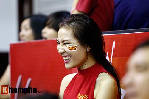 CĐV nữ cực xinh vỡ oà vì CLB bóng rổ số 1 Việt Nam - 8