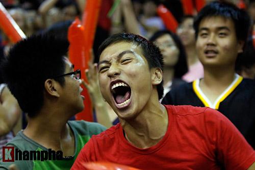 CĐV nữ cực xinh vỡ oà vì CLB bóng rổ số 1 Việt Nam - 11