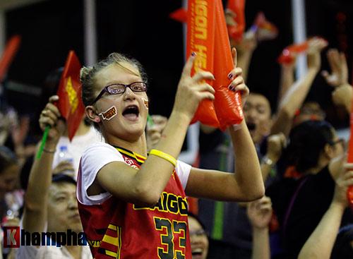 CĐV nữ cực xinh vỡ oà vì CLB bóng rổ số 1 Việt Nam - 6
