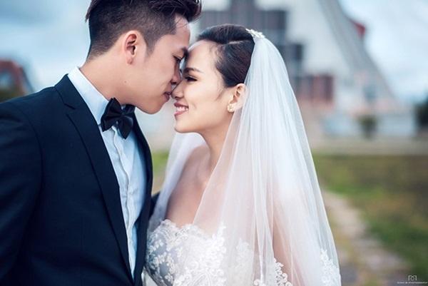 Cô dâu Diễm Hương rạng rỡ nhờ váy cưới xuyên thấu - 15