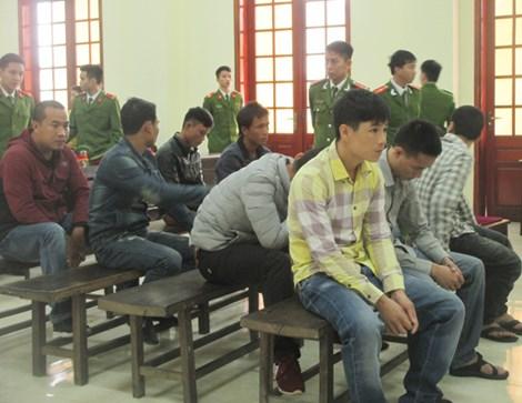 """""""Thủ lĩnh"""" nhóm 23 người ném mìn vào lễ ăn hỏi lãnh án tù - 1"""