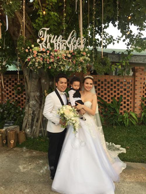 Cô dâu Diễm Hương rạng rỡ nhờ váy cưới xuyên thấu - 6