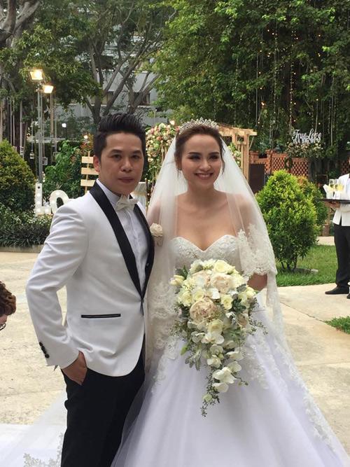 Cô dâu Diễm Hương rạng rỡ nhờ váy cưới xuyên thấu - 5