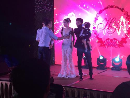 Cô dâu Diễm Hương rạng rỡ nhờ váy cưới xuyên thấu - 8