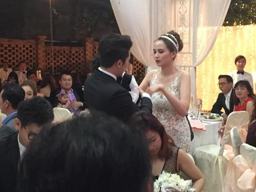 Cô dâu Diễm Hương rạng rỡ nhờ váy cưới xuyên thấu - 9