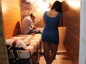 An ninh Xã hội - Bắt quả tang nhân viên tiệm hớt tóc kích dục cho khách