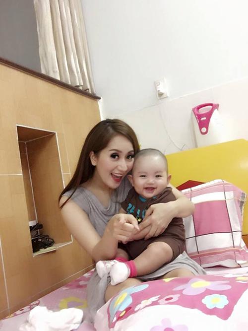 Facebook sao 30/11: Trang Trần khoe ảnh con gái yêu - 5