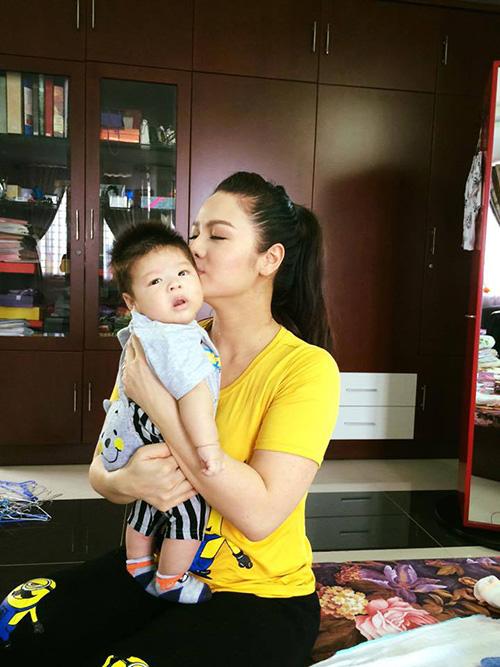 Facebook sao 30/11: Trang Trần khoe ảnh con gái yêu - 6