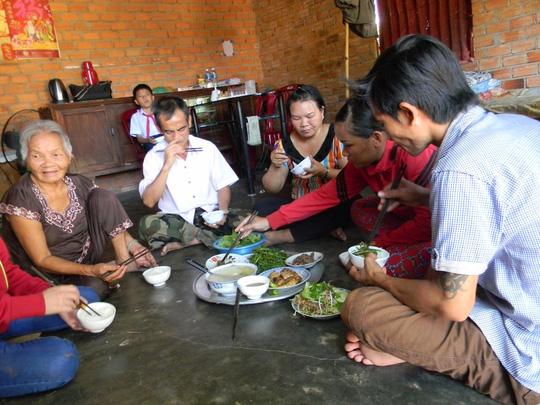 Ba bữa cơm ngon nhất của gia đình ông Nén - 3