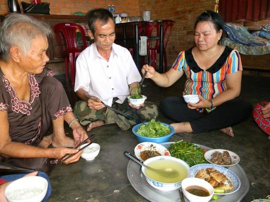 Ba bữa cơm ngon nhất của gia đình ông Nén - 4