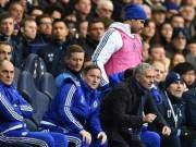 Bóng đá - Không được đá, Costa nổi điên ném áo vào Mourinho