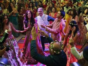 Tài chính - Bất động sản - Đại gia Ấn Độ chi 480 tỷ làm đám cưới cho con trai