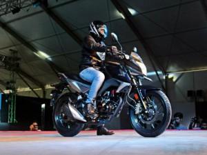 Honda CB Hornet 160R chốt ngày lên kệ giá 27 triệu đồng