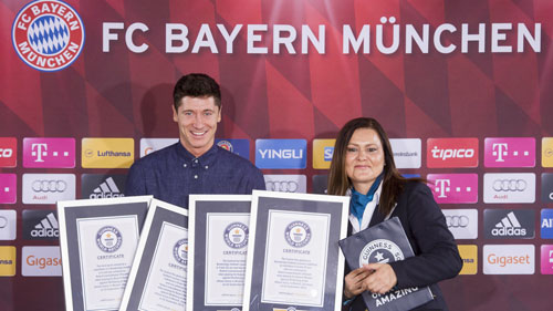 Ghi 5 bàn siêu tốc, Lewandowski nhận 4 kỉ lục Guinness - 2