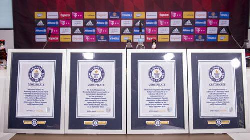 Ghi 5 bàn siêu tốc, Lewandowski nhận 4 kỉ lục Guinness - 3